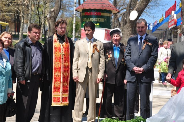 Открытие горе-памятника Н. В. Богданову.
