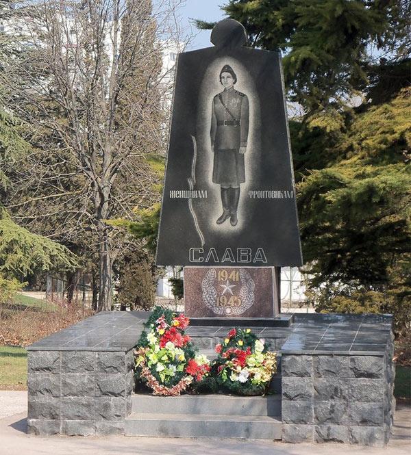 Памятный знак «женщинам-фронтовичкам»