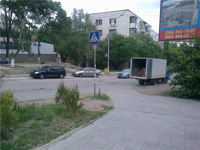 Стоянка на пешеходном переходе возле рынка «Богдановский»
