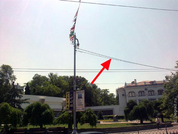висячие кабеля в центре Севастополя
