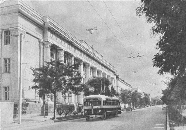 Над улицей Ленина висели одиночные шары (1955 г.). Севастополь