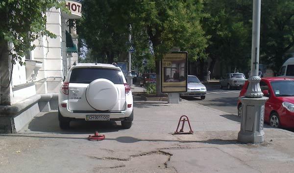 парковочные блокираторы на ул. Ленина