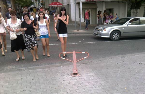 парковочные блокираторы возле гостиницы Севастополь