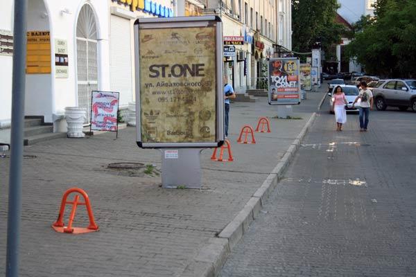 парковочные блокираторы на пути пешеходов