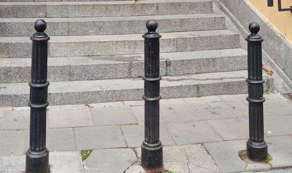 Тротуарные столбики (парковочные, заградительные)