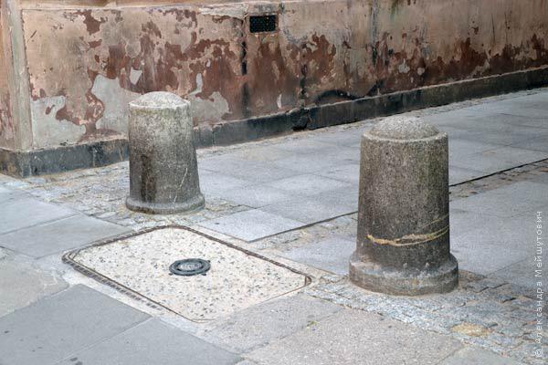Парковочные заградительные столбики