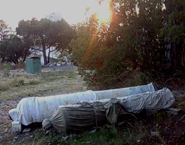 Пушки на частной территории базы отдыха «Мыс Айя»