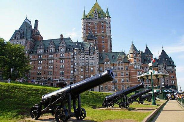 Крымские пушки на террасе Дюфферен, здесь проходила знаменитая Квебекская конференция Рузвельта и Черчилля 1943 году