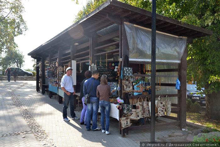 Торговля сувенирами в Тракаи (Литва)