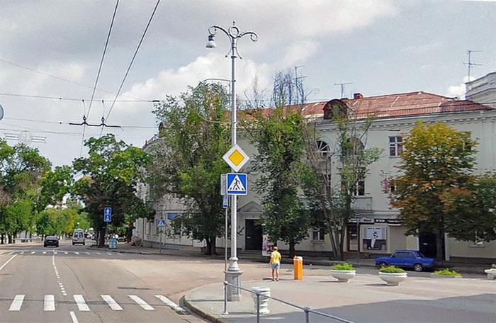 Фонарь в на улице Ленина. Севгорсвет