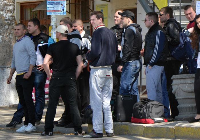 Рейдеры-гопники в Севастополе (5)