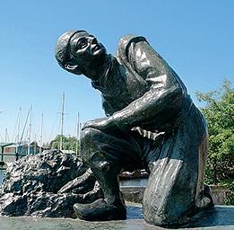 А вот памятник мальчику, спасшему Харлем от затопления.
