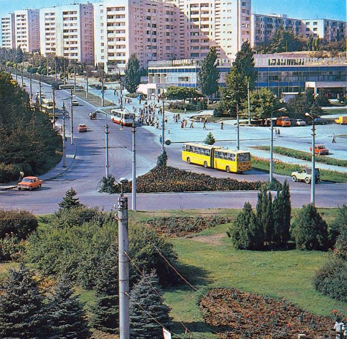 Площадь 50-летия в Севастополе до эпохи торгового безумия (6)