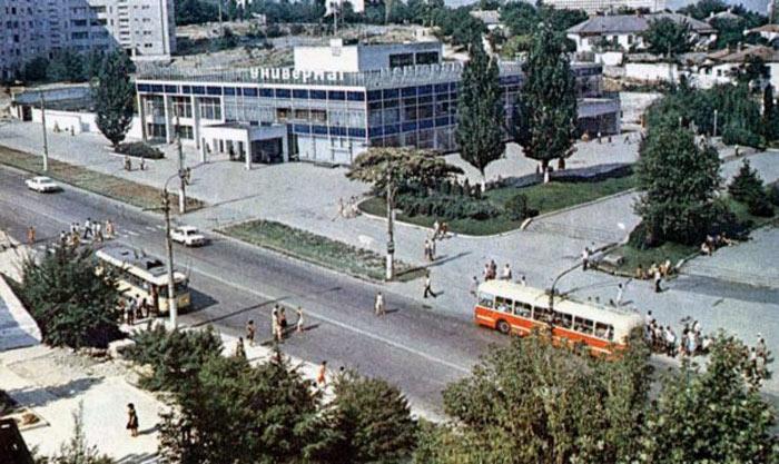 Площадь 50-летия в Севастополе до эпохи торгового безумия (1)