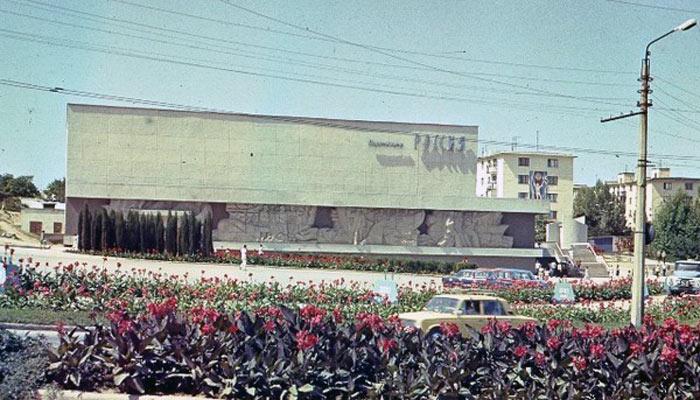 Площадь 50-летия в Севастополе до эпохи торгового безумия (4)