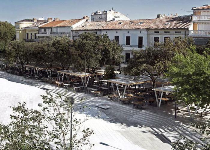площадь Степана Радича в хорватской Цриквенице похожа на нашу Артбухту